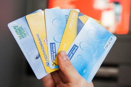 НБУ всё-таки принял постановление об отмене «зарплатного рабства» — свободно выбирать банк можно будет с 2021 года