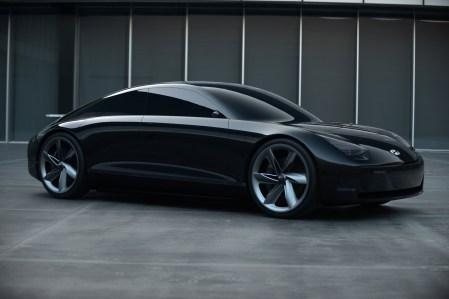 Фотогалерея дня: Электрический концепт-кар Hyundai Prophecy в ретро-стилистике 20-30 годов прошлого века с джойстиками вместо руля