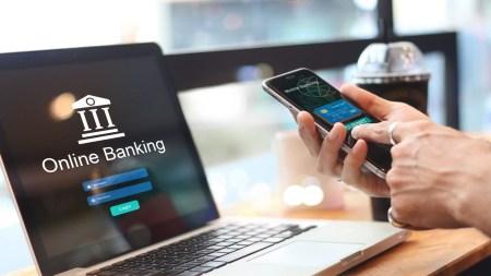 В МОЗ и НБУ призвали украинцев на время карантина пользоваться банковскими услугами удаленно — посредством систем онлайн-банкинга