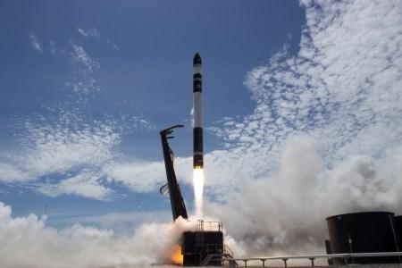 Rocket Lab показала, как она планирует ловить в воздухе первые ступени ракет для повторных запусков