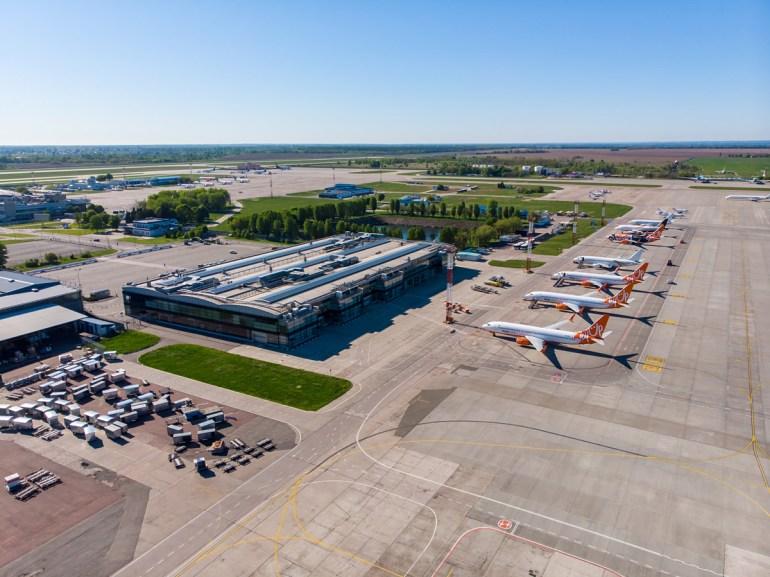 Безжизненный аэропорт Борисполь. Как сейчас выглядит главная воздушная гавань страны с высоты птичьего полета [+ новые правила безопасности для авиации в ЕС]