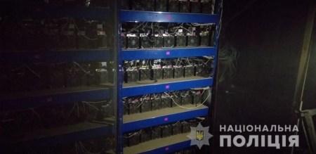 Николаевские полицейские майнили криптовалюту на конфискованном оборудовании. Они также избили бывшего владельца, вымогая $30 тыс. и пароли от ПК
