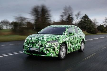 Чехи официально показали электрокроссовер Skoda ENYAQ iV на платформе VW MEB: пять сочетаний мощности и батарей, запас хода до 500 км и серийная сборка в конце текущего года