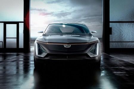GM запланировала анонс нового электрокроссовера Cadillac Lyriq на 6 августа и опубликовала свежий видеотизер
