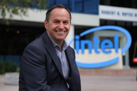 Глава Intel: нужно сместить акценты с результатов бенчмарков на преимущества технологий