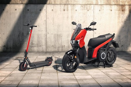 SEAT представил электроскутер SEAT MO eScooter 125 и электросамокат SEAT MO eKickScooter 65 с запасом хода 125 км и 65 км соответственно