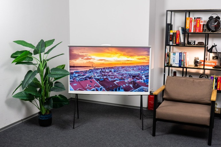 Обзор телевизора Samsung The Serif (QE55LS01TAU)