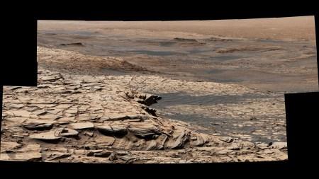 Марсоход Curiosity отправился в «летнее путешествие» к следующему пункту назначения, чтобы продолжить поиск признаков древней жизни