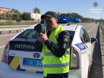 Полиция увеличивает количество участков, где скорость контролируется патрульными с помощью приборов TruCAM