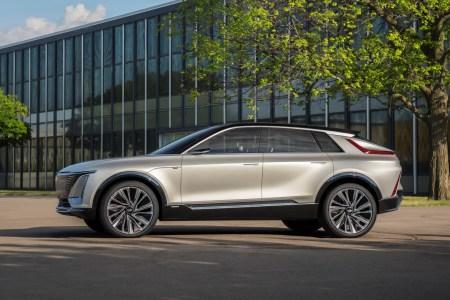 Официально: Стоимость премиального электрокроссовера Cadillac Lyriq стартует с отметки менее $60,000 (это заметно дешевле конкурентов)