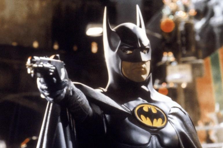 """Бен Аффлек и Майкл Китон вернутся к роли Бэтмена в новом фильме """"Флэш"""", чтобы лучше раскрыть устройство мультивселенной"""