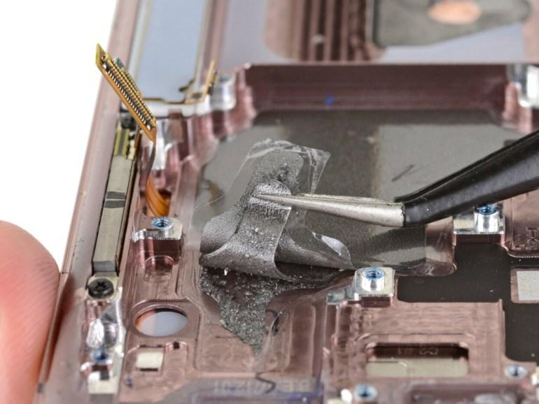 iFixit: в Samsung Galaxy Note 20 Ultra нет испарительной камеры и медных тепловых трубок, что может объяснять сильный нагрев смартфона