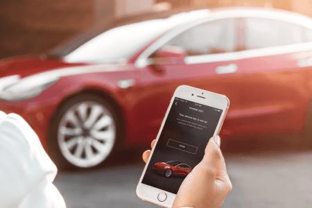 Маск анонсировал запуск «чудовищно задержавшейся» двухфакторной аутентификации в фирменном приложении Tesla