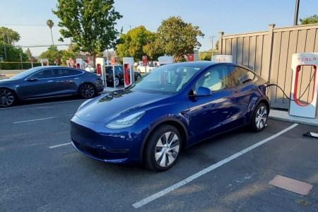 Более доступный и «дальнобойный» кроссовер Tesla Model Y (Long Range RWD) стал на конвейер
