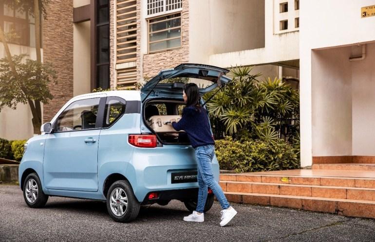 Китайско-американский электромобиль Hong Guang MINI EV с запасом хода до 170 км и ценником от $4,000 уже собрал 50,000 предзаказов