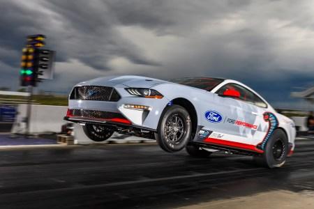 Электромобиль Lucid Air побил Tesla Model S на дистанции четверть мили с результатом 9,9 с (а потом электрический Ford Mustang Cobra Jet 1400 показал 8,3 с)