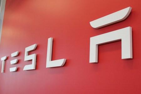 После разделения акции Tesla выросли в цене на 3%, капитализация компании превысила $430 млрд