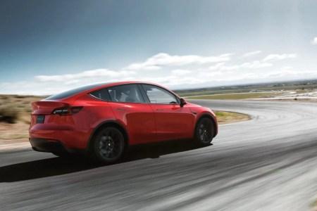 Tesla предложила обновлением прошивки ускорить Model Y Dual Motor AWD на 0,5 сек. — за доплату в $2 тыс.