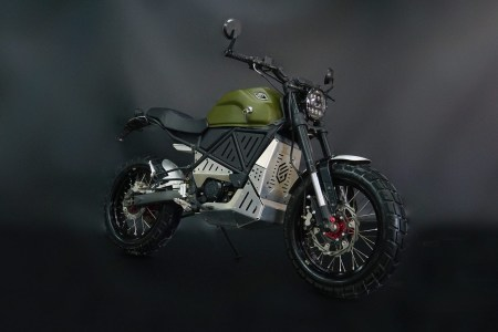 В Украине начали собирать электромотоциклы GEON ScrAmper с мощностью 22 л.с., скоростью до 120 км/ч и запасом хода 150 км (в работе также электроскутер Razzo и электросамокат Flywheel)
