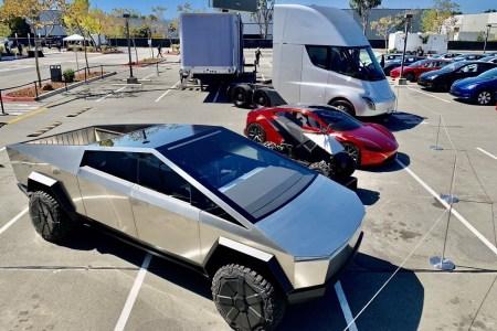 Прибыль пятый квартал подряд (рекордные $331 млн) и приближение к объемам выпуска 1 млн авто: главное из квартального отчета Tesla
