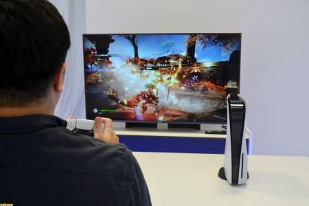 Первые живые фото и видео PlayStation 5 демонстрируют консоль, игры и контроллер, но не интерфейс