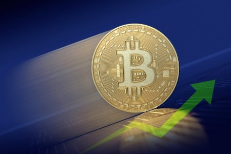 Курс Bitcoin закрепился выше 18 тысяч долларов — такого не случалось с 2017 года