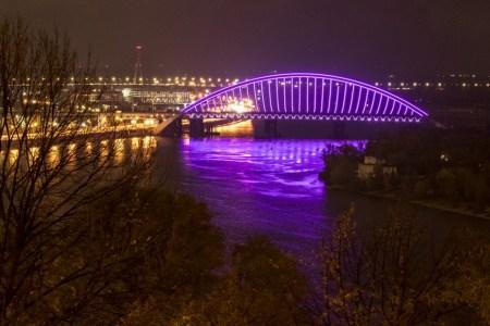 «Еще не достроен, зато как светится!»: Виталий Кличко показал улучшенную LED-подсветку Подольско-Воскресенского моста [видео]