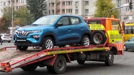 В Киев привезли первый бюджетный электромобиль Renault City K-ZE и предлагают его по цене $13,000
