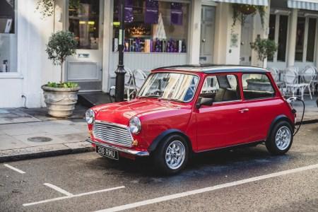 Британская компания Swindon Powertrain начинает продавать комплекты для переделки классического Mini в электромобиль