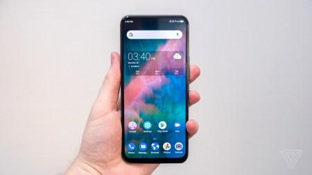 ZTE Axon 20 5G — первый в мире смартфон с подэкранной камерой — выходит в Европе. Но она заметна под экраном и снимает откровенно плохо