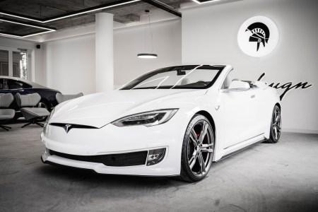 Итальянское дизайн-бюро Ares Design превратило Tesla Model S в двухдверный кабриолет с откидной крышей [фотогалерея]