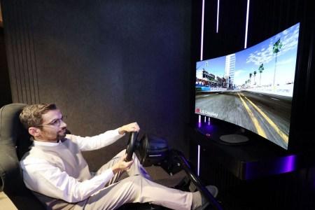 LG покажет на CES 2021 концептуальный монитор OLED, способный изгибаться и излучать многоканальный звук через экран