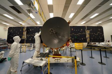 Трансляция выхода арабской станции Al Amal на околомарсианскую орбиту [Обновлено: маневр завершился успешно]