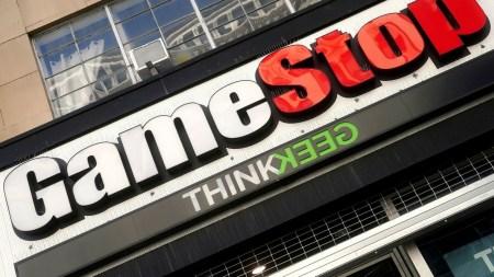 Акции GameStop, AMC и других снова резко подскочили в цене — все бросились проверять Wall Street Bets и положили Reddit