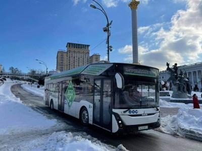 КМДА: У Києві почали випробування білоруського електробусу МАЗ-303Е — він має батарею на 285 кВтг, запас ходу 300 км та коштує 15 млн грн
