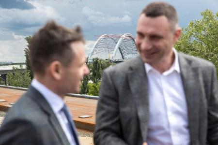 Віталій Кличко назвав нові дати відкриття Подільсько-Воскресенського мосту — тепер «до літа 2021 року» [відео аерообліту]