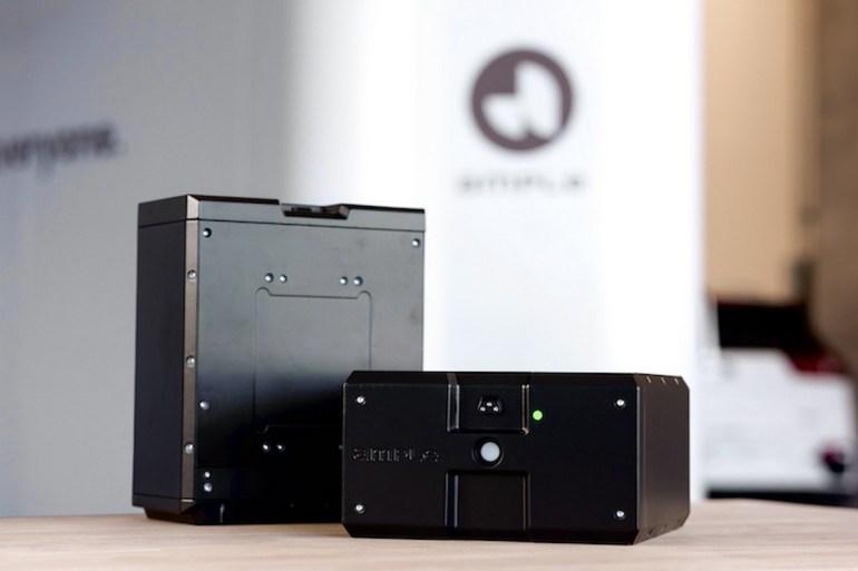 Американский стартап Ample представил автоматическую станцию для быстрой замены и зарядки батарей в любых электромобилях [видео]