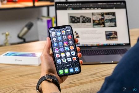 Мин-Чи Куо рассказал, чего ждать от iPhone 13 — экраны 120 Гц в Pro-моделях, уменьшенная «челка», увеличенная автономность, порт Lightning останется. И предсказал возможный выпуск складного iPhone в 2023 году