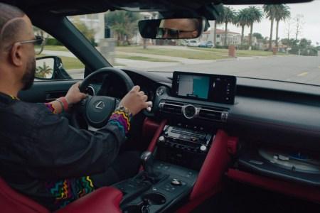 Lexus показал кастомную версию модели IS со встроенным проигрывателем пластинок