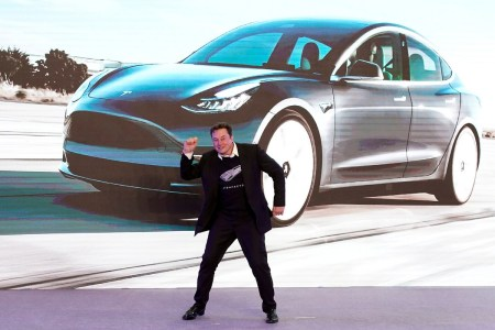 Илон Маск больше не просто CEO Tesla, но еще и «Технокороль», а финансовый директор Зак Кирхорн — «Мастер над монетой»
