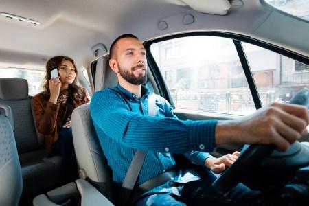 Uber запускає нові сповіщення про швидкість (водіїв-порушників будуть відключати) та співпрацює з поліцією для підвищення безпеки поїздок в Україні