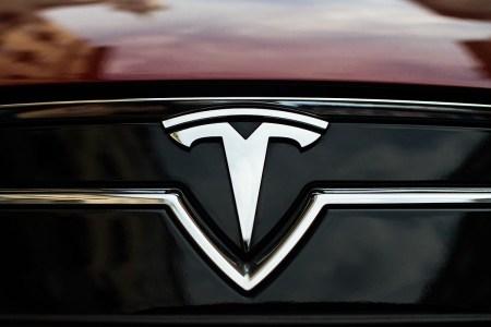 Вице-президент Tesla заявил, что кто-то все же находился за рулем в момент недавней смертельной аварии Model S в Техасе