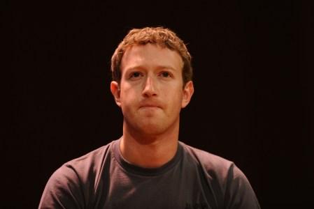 Утечка данных пользователей Facebook показала, что Марк Цукерберг предпочитает использовать конфиденциальный мессенджер Signal, а не собственный WhatsApp