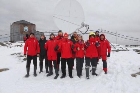 На антарктичній станції «Академік Вернадський» встановили нову супутникову тарілку — швидкість інтернету збільшилася у 8 разів