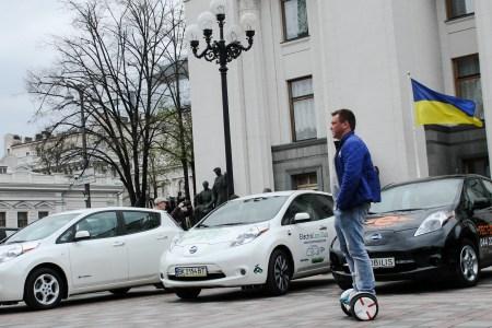 Укравтопром: За перший квартал 2021 року українці придбали 1659 електромобілів, що тільки на 3% більше за відповідний період минулого року (а також 9 тис. нових та 35 тис. б/в тільки за березень)