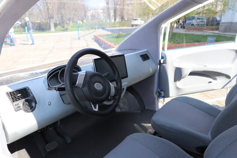 В СНУ ім. В. Даля створили електромобіль Єва з сонячними батареями, вартість серійної версії такого авто може скласти $12 тис.