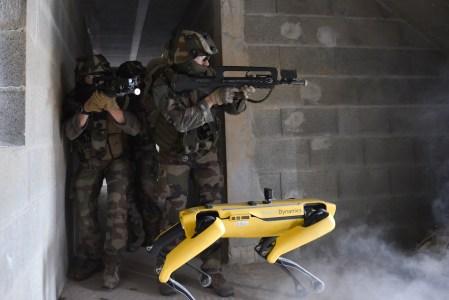 Французская армия привлекла робота-собаку Spot к военным учениям