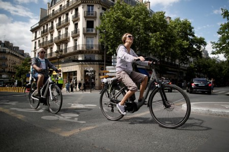 Франция будет предлагать грант в размере 2500 евро для замены старых ДВС-автомобилей на электровелосипеды