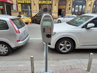 У Києві почали тестувати автомати для автоматичної фотофіксації порушень правил паркування (фіксується час парковки, номери автомобіля та відповідність ПДР)