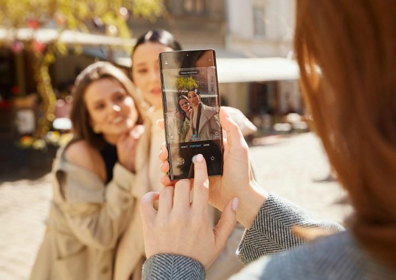 Флагманский смартфон ZTE Axon 30 Ultra с тремя 64-Мп камерами поступит в продажу по цене от $750